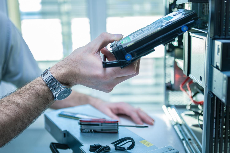 Festplatte defekt. Wir tauschen Sie aus und retten Ihre Daten. PC-TOP Jetzer GmbH Tägerwilen